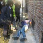 Entró a robar al colegio Normal y cayó del techo quedando inmovilizado